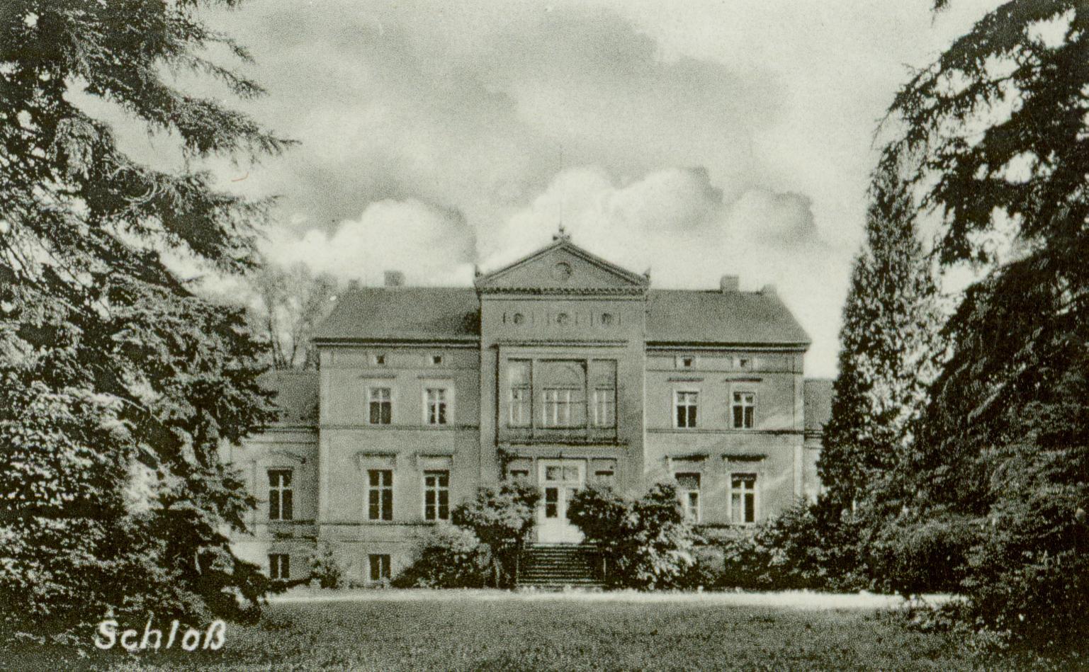 Dąbrówka Mała- pałac, na wsch. od Świebodzina
