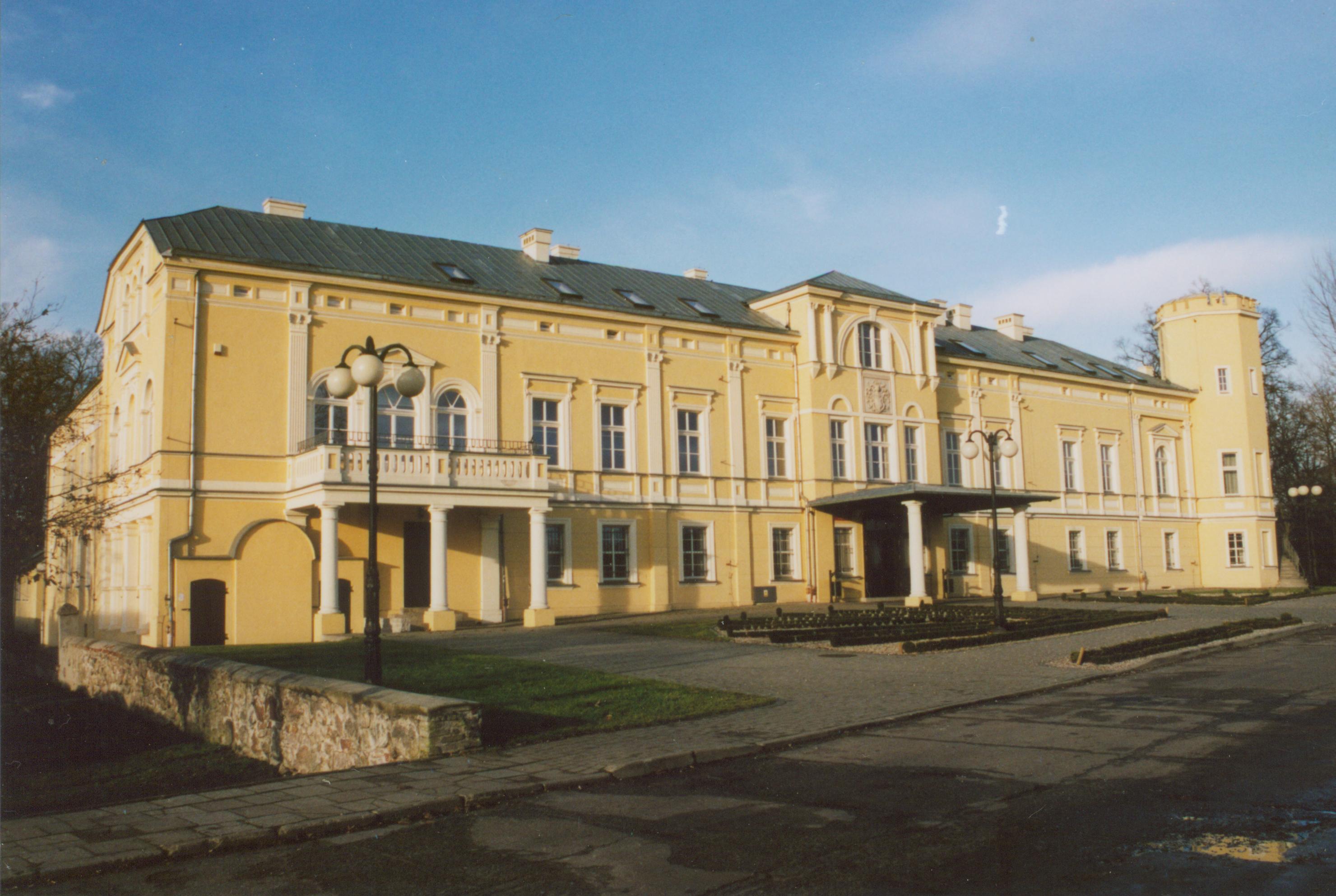 Kalsk- pałac od frontu- wiosna 2007
