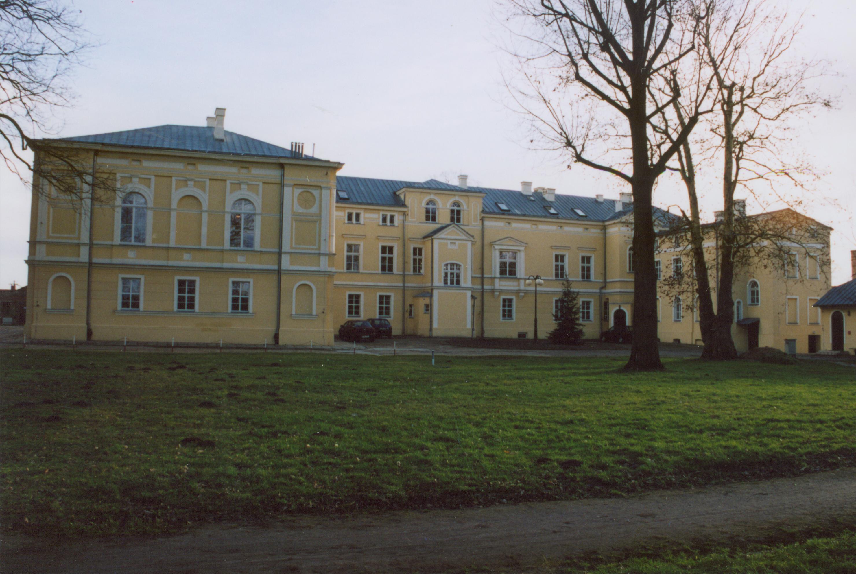 Kalsk- pałac od strony parku, wiosna 2007