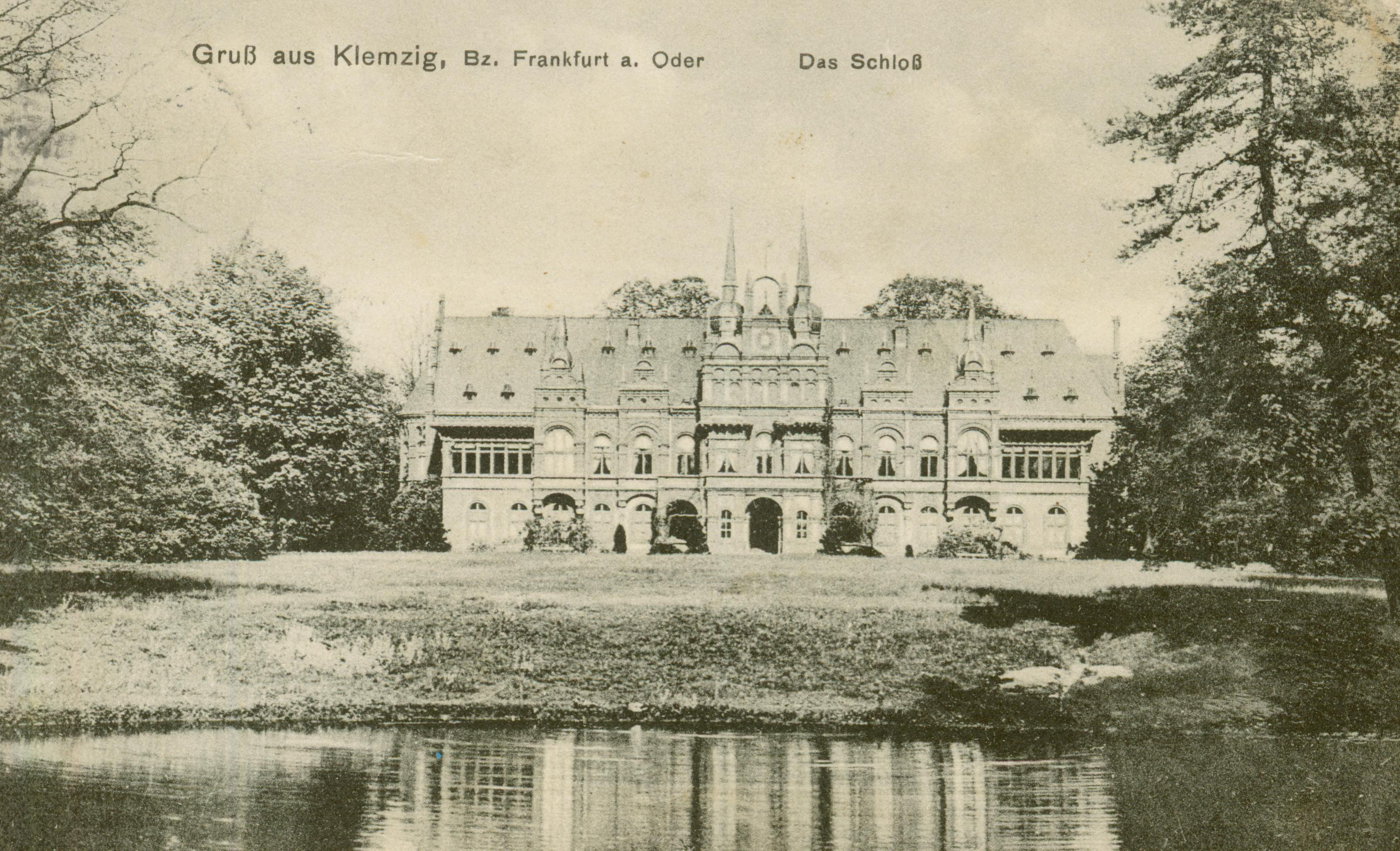 Klępsk- na wschód od Sulechowa- pałac od strony parku