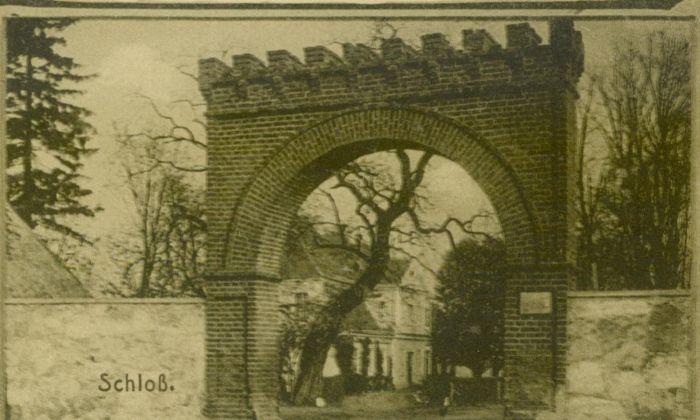 Kolesin- widok bramy wjazdowej i dworu pow. Swiebodzin002