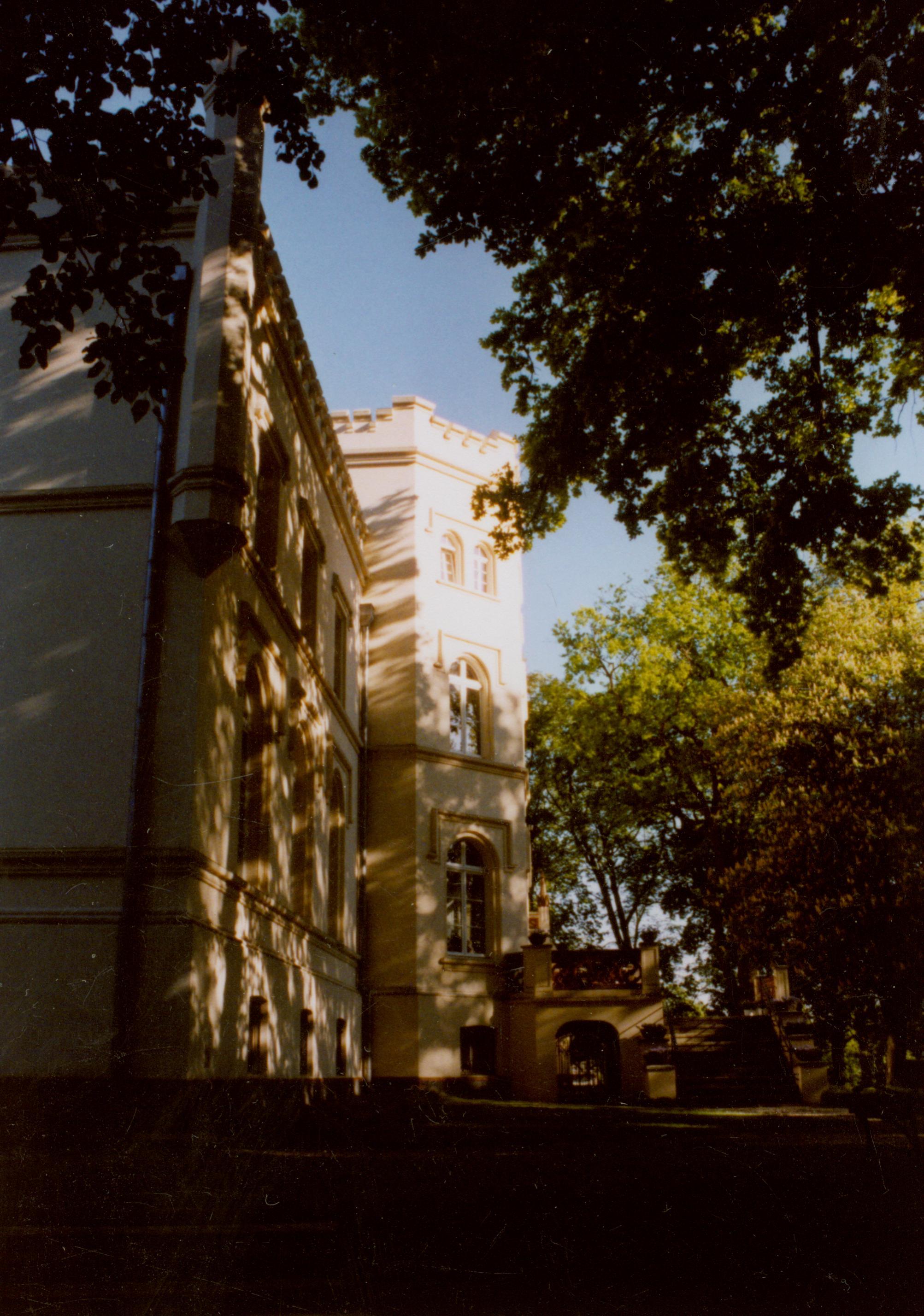 Mierzęcin- widok pałacu od folwarku001
