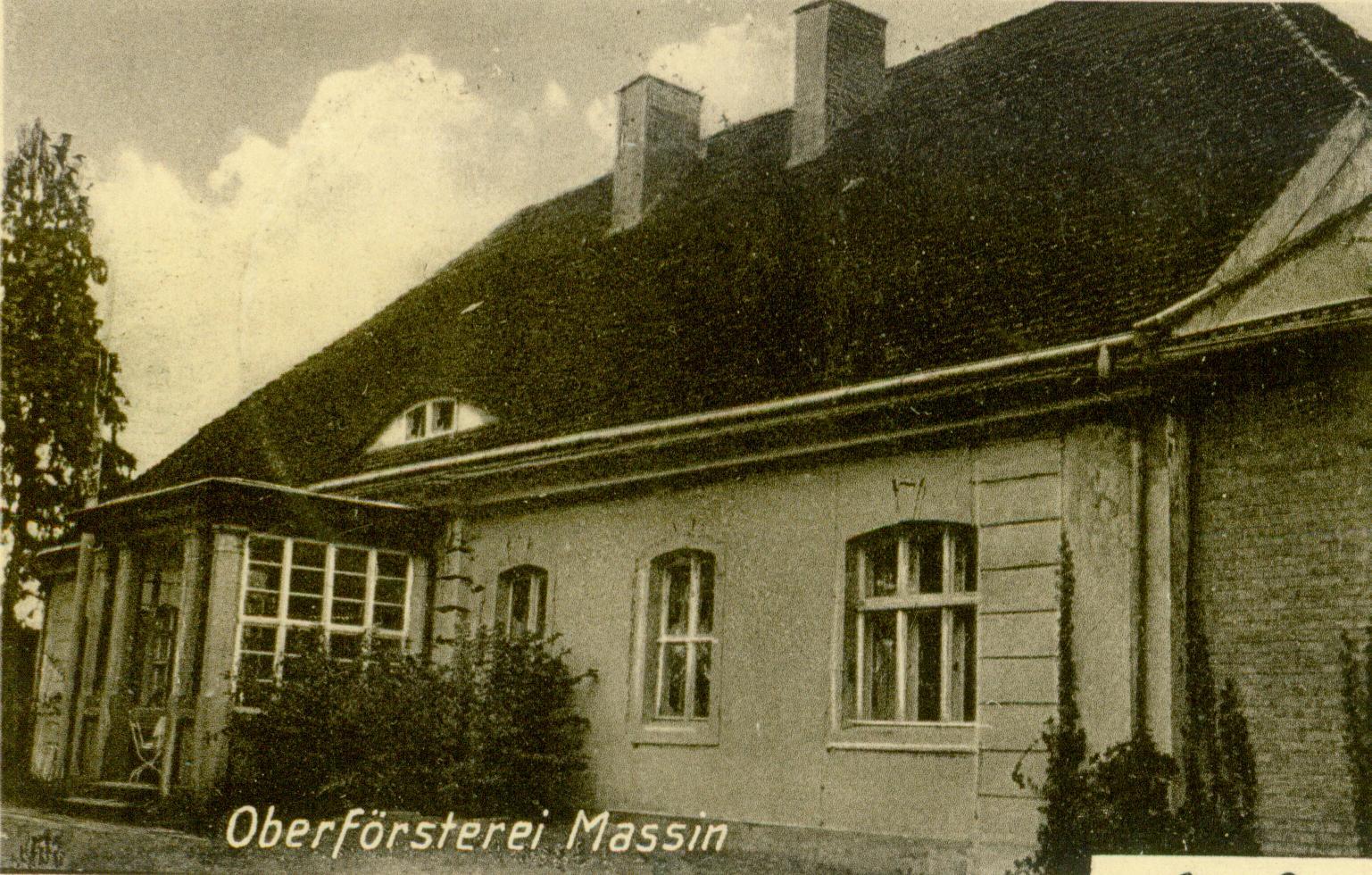 Mosina- budynek nadleśnictwa postawiony na fundamentach zameczku myśliwskiego