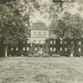 Słąwa- widok pałacu od strony parku