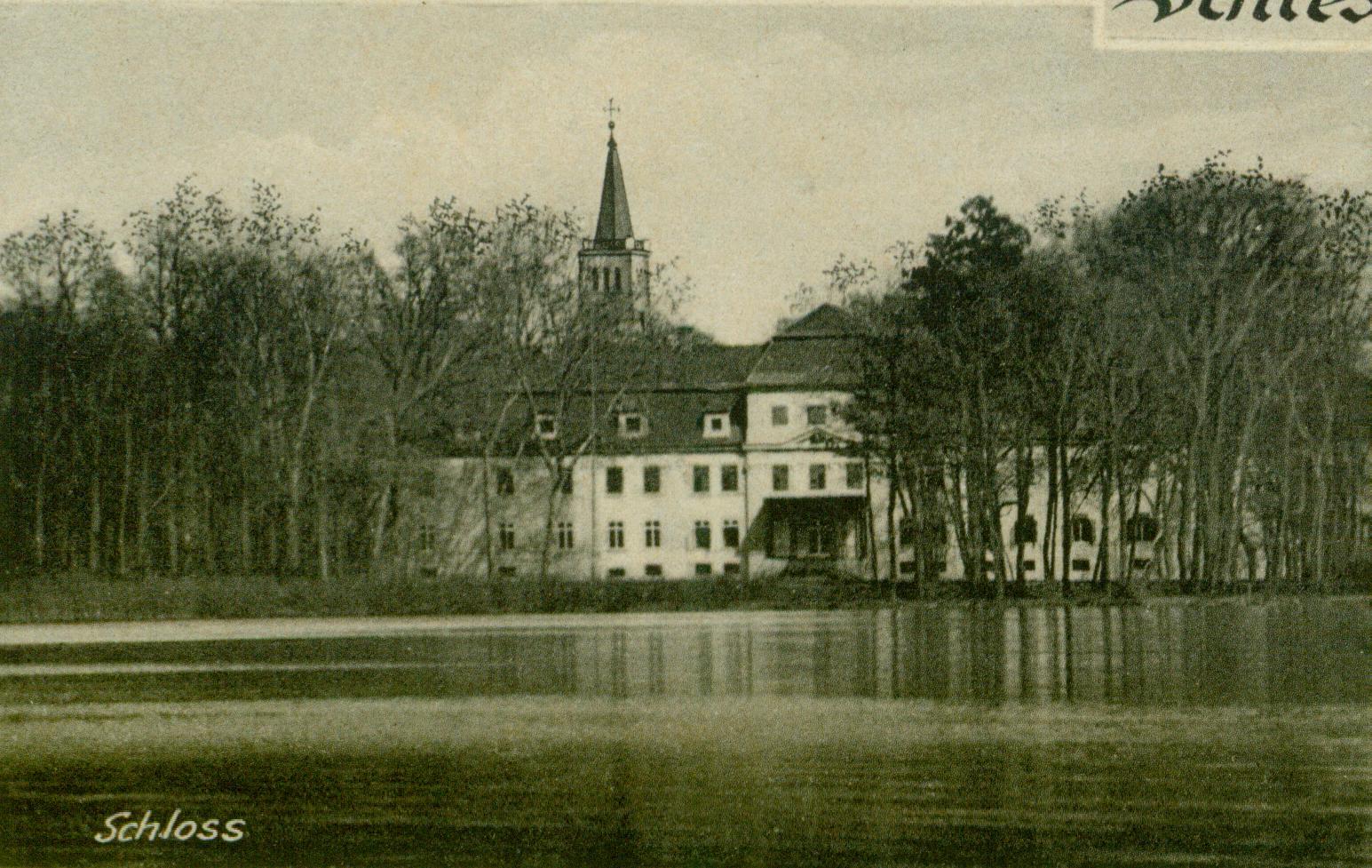 Sława widok pałacu od strony jeziora