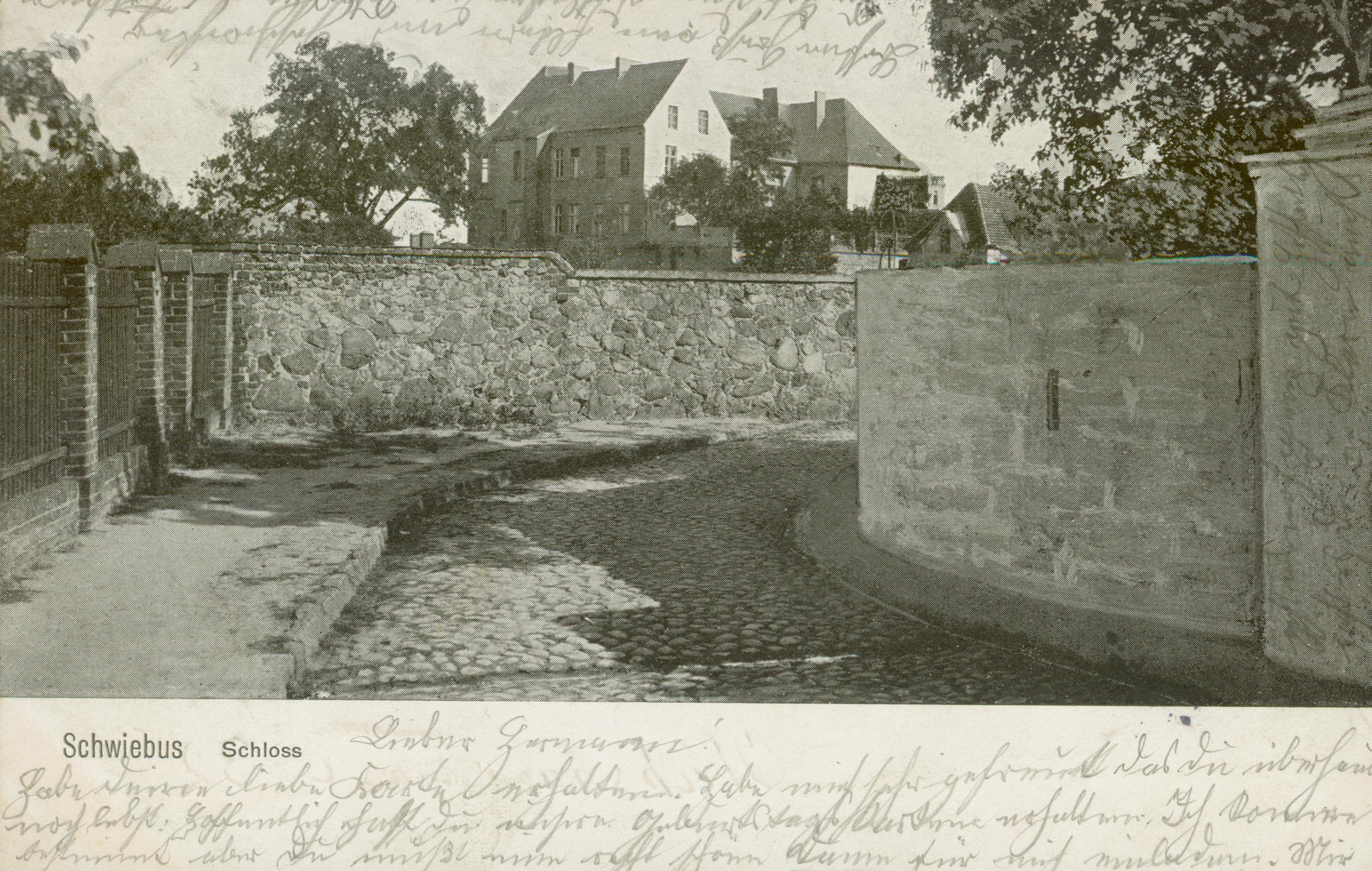 swiebodzin-zamek-zza-muru