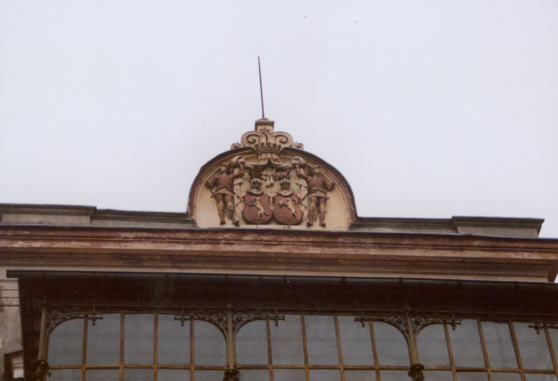 Benice- fronton- herb właścicieli