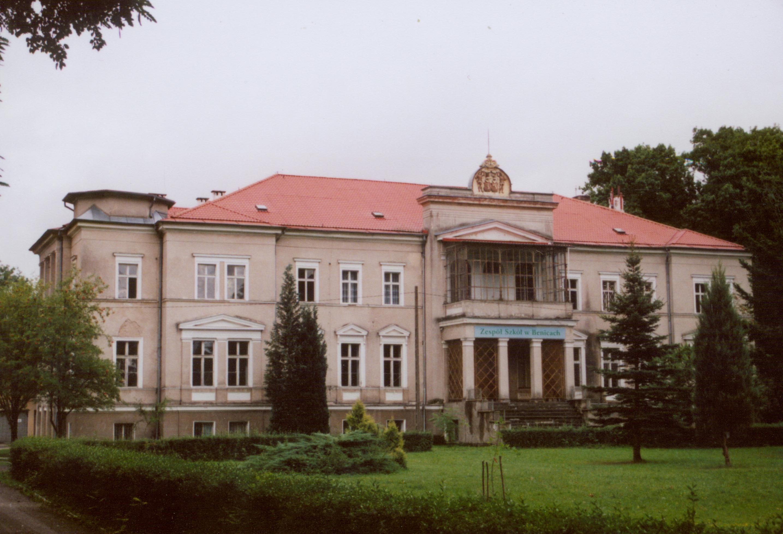 Benice- fronton pałacu