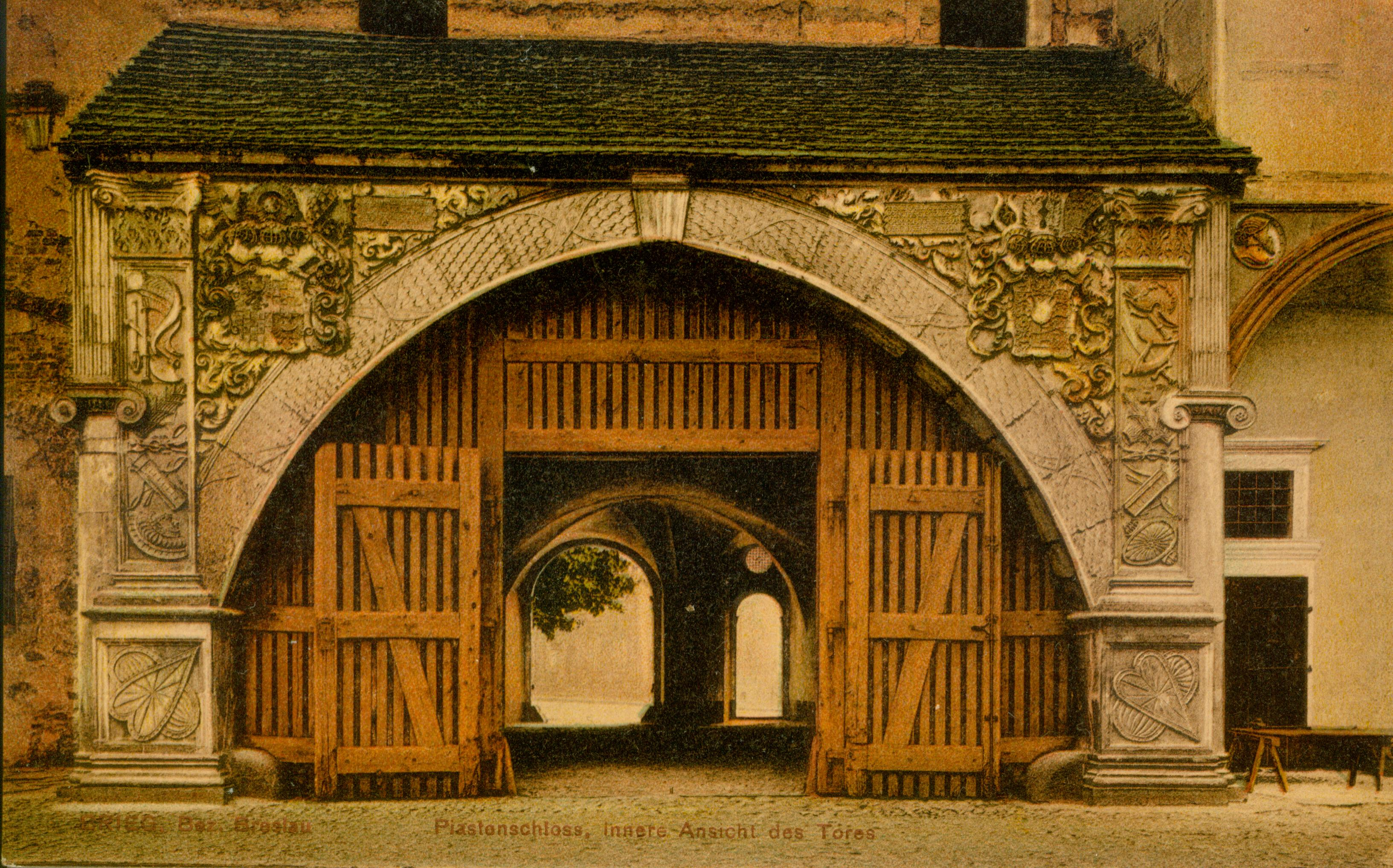 Brzeg- portal zamku, opolskie 2