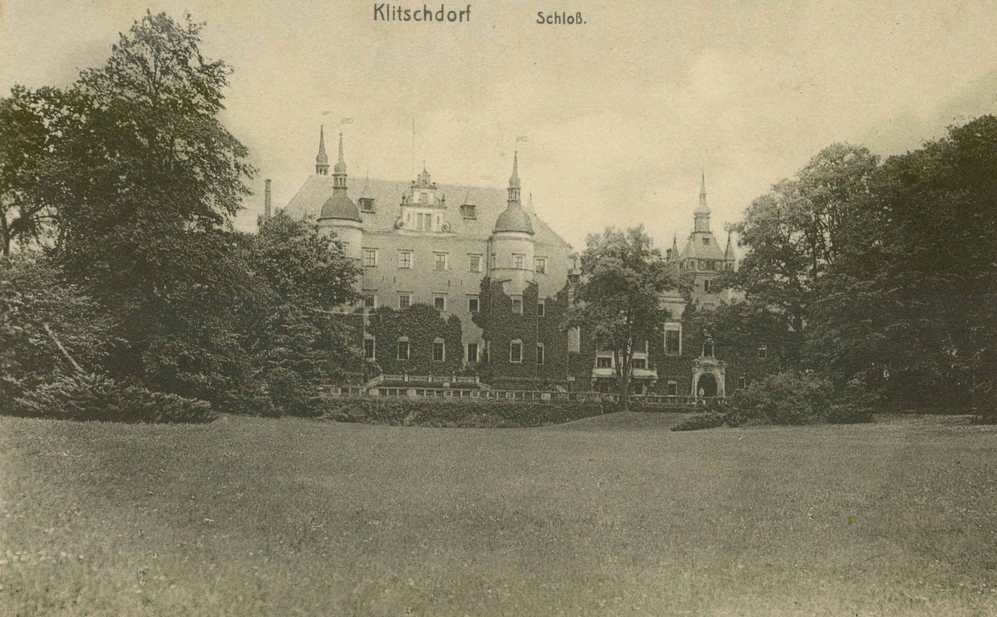 Kliczków- widok zamku od strony parku