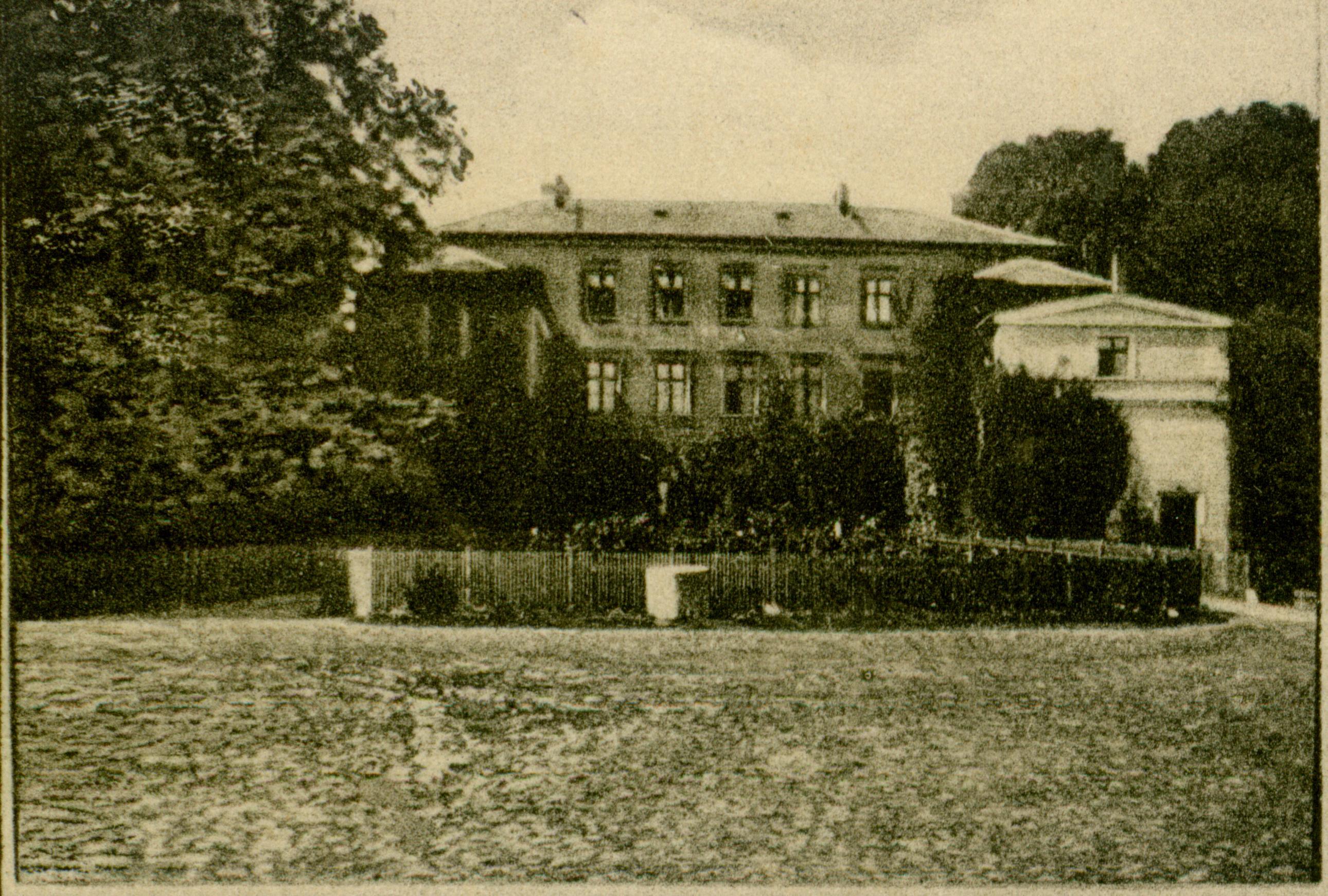 Zajezierze-pałac 1