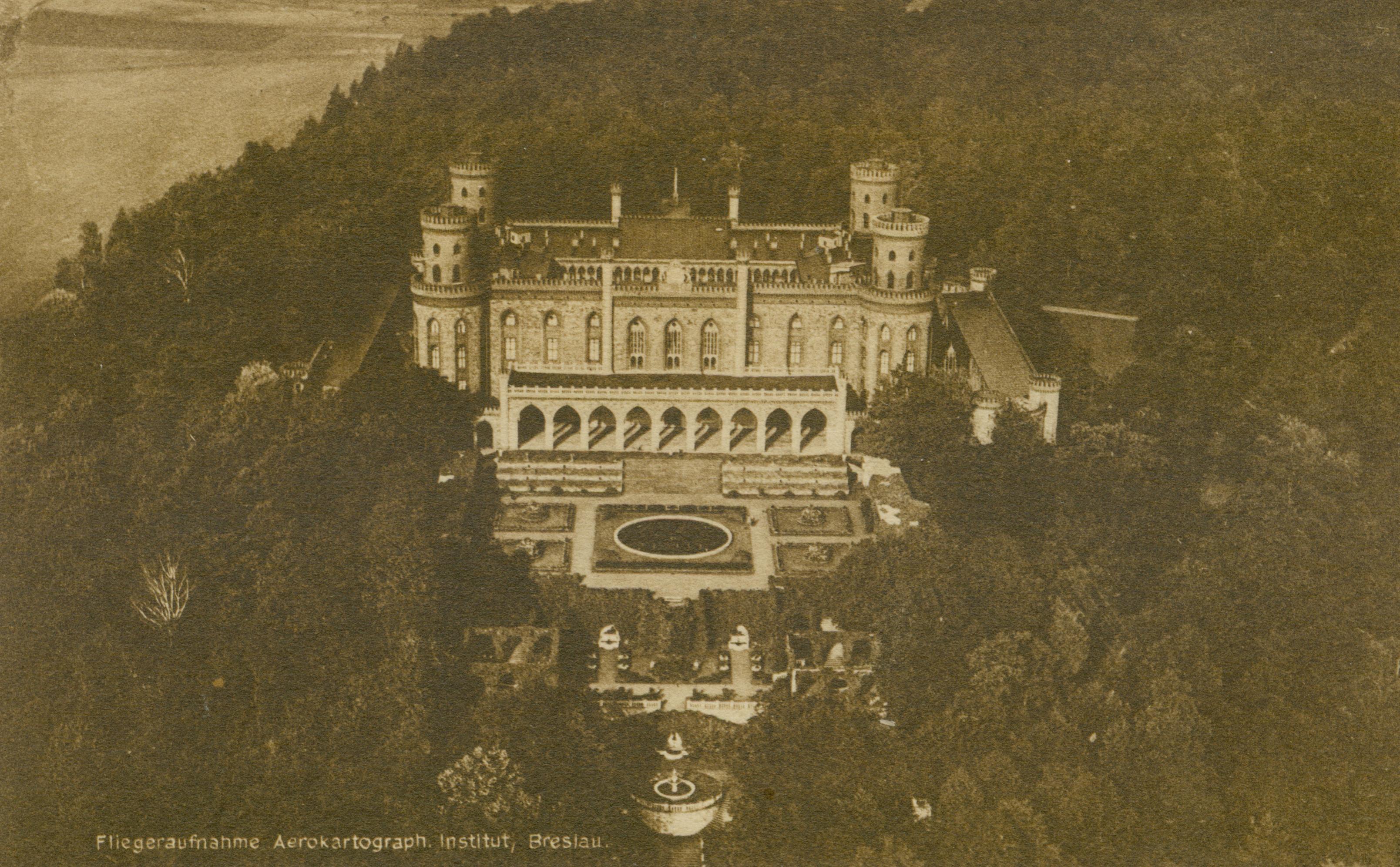 Kamieniec Ząbkowicki-zamek z lotu ptaka